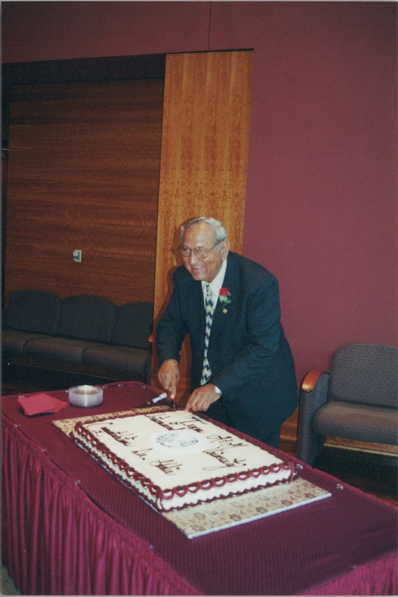 Dr. Eduardo Hinojosa
