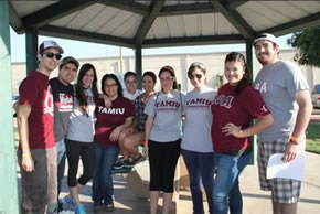 TAMIU Students at Community Service Project