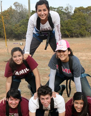 TAMIU Students at Leadership TAMIU Retreat