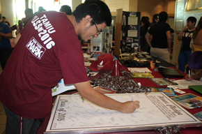 TAMIU Students Signing Honor Pledge